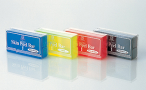 長年の研究によって誕生したピーリング石鹸スキン ピールバーは、グリコール酸の力を生かしたピーリ ング作用をもつソープとして、医療機関をはじめ 圧倒的な支持を得ています。